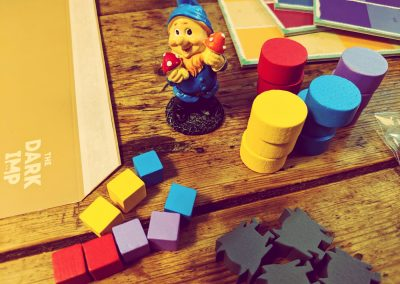 Gnome and pieces